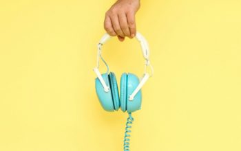 19 Podcasts That Will Make You a Better Social Media Marketer